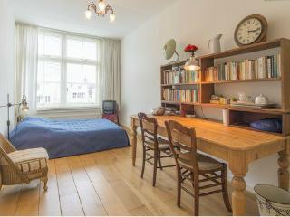 Garden View Apartment in Central Amsterdam Keizers