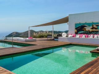 Exquisite Luxury Villa with Sea View, Cala Llonga