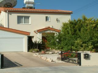 Detached holiday villa with private pool & hot tub, Geroskipou
