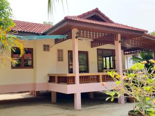 Beachfront House 1 Bedroom in Coconut Garden