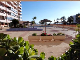 Beachfront apartment with sea view and pool, Calpe