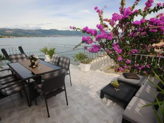 3 Terrace Seafront Apartment for 6+1