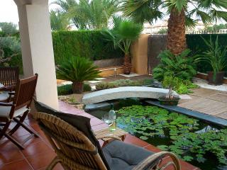 Casa con jardin. Parque Natural Salinas Santa Pola