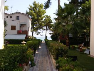 HOUSE 50M. FROM THE BEACH, Pefkohori
