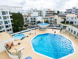 Apartment with Pool 100 meters from the Beach