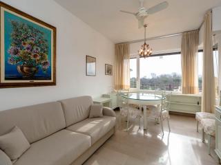 VIAREGGIO 2 BEDROOM SEA VIEW NICE&QUIETE FLAT, Viareggio