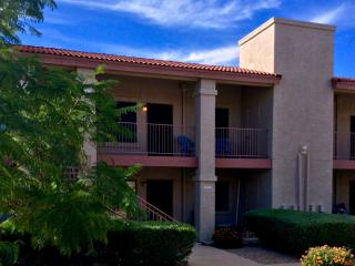 1B/1B Sleeps 4-5, Heated Pool/Spa; Easy to Freeway