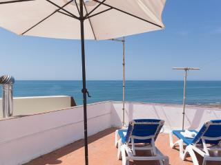 SeaView 1º Apartment 30meters from the Beach, Olhos de Água