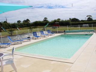 La Mare Chappey River Cottage Child Friendly Complex 28C heated swimming pool