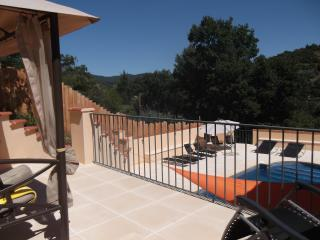 Detached, sunny, villa with a  pool near Ceret, Reynes
