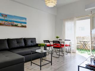 Stylish 1 bedroom with a sunny balcony, Tel Aviv