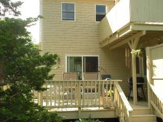 Immaculate Vac home 1/4 mile to Craigville Beach sleeps 14
