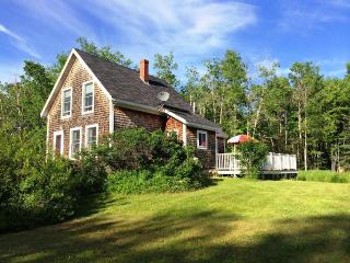 Crow's Nest: 100 Year Old Islesboro Island Cottage