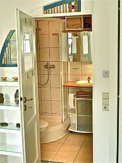 Dusche, Handtücher vorhanden                   Waschmaschinen- und Trocknerbenutzung gegen Aufpreis
