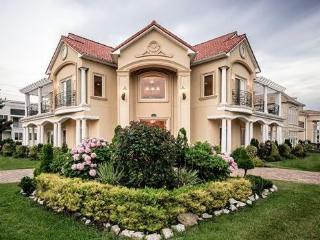 Luxury Mediterranean Mansion By The Sea! 7 BR, 5.5 Baths, Sleeps up to 22 guests, Brigantine