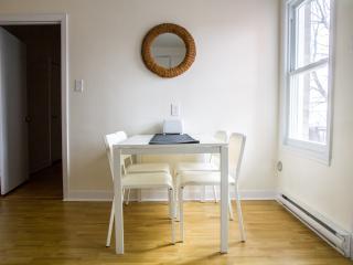 Great 4 bedroom apartment, sleeps 8, Montreal