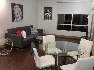 Luxury 1 bedroom apt in Hollywood with Pool View, West Hollywood