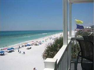 Beachfront Corner Unit - steps from Deck to Beach, Santa Rosa Beach
