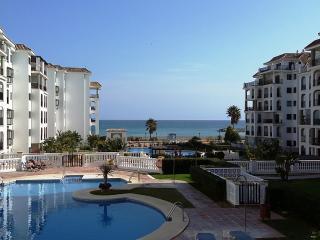 Puerto De La Duquesa Apartment - beach front, Puerto de la Duquesa