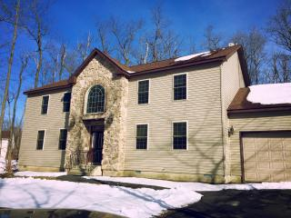 Immaculate New Colonial 4+bed/3bath, Tobyhanna