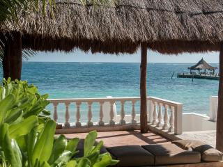 Beautiful Beachfront Villa - an oasis by the sea., Puerto Morelos