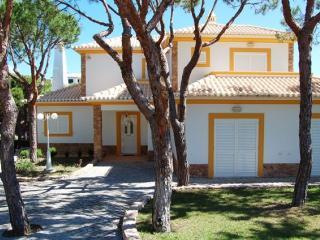 Villa Abrigo in beautiful Praia Verde, Castro Marim