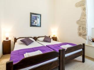 Toni - One Bedroom Apartment inside City Walls