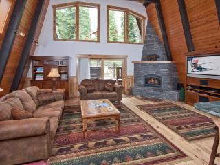 Pezzola Luxury Rental Cabin - Pool Table, Hot Tub, Lake Tahoe (California)