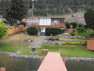 Unique Lakeside Beach House- boat lift and dock, Vernon