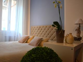 Elegant and spacious studio in the city center, Bergamo