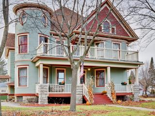 Stately Recently Renovated 6BR Shawano Victorian House w/Wifi, 3 Fireplaces & 4 Covered Porches - 30 Minutes to Lambeau Field! Close to Shawano Lake, Restaurants, Shops & More