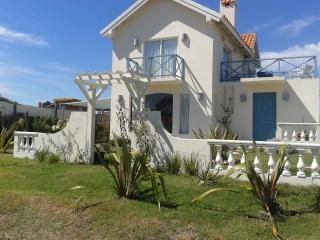 2 bedroom chalet w/ ocean view, beach across the s, Punta del Este