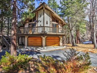 New Listing! Huge 3BR Big Bear Cabin w/Wifi, Extensive Front/Back Decks, 6-Person Hot Tub & Private Sledding Hill - Just 5 Minutes to Bear Mountain, Zoo, Tubing Park & Lake Access!, Big Bear City