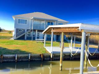 'Big Blue Crab' Waterfront 5BR Slidell House w/Wifi, Private Boat Dock & Stunning Geoghegan Canal Views - Perfect for Night Fishing! Near Outdoor Recreation, Casinos & New Orleans Attractions!