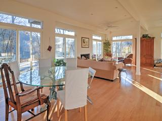 The home features 3 bedrooms & 2.5 bathrooms to host a 6-person holiday.