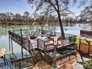 New Listing! 'Guadalupe River Lodge' Waterfront 8BR House w/Several Outdoor Spaces, Breathtaking River Views & Additional Sleeping Cottage - Phenomenal Guadalupe River Location! Easy Access to Outdoor Recreation & Renowned Area Attractions!, Seguin