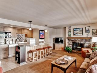 Bend Condo w/Deck & Forest Views!