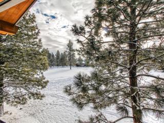 Bend Condo w/Deck & Forest Views!