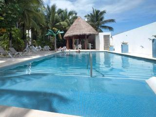 BRAND-NEW Apartment @Coco-Bay near 5th Av w/Pool, Playa del Carmen