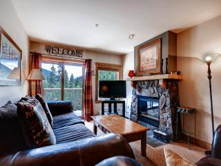 Spacious 2BR Keystone Condo with 2015 Updates at Red Hawk Lodge w/Wifi, Incredible Views & Complex Amenities Access - On the Snake River & Bike Path - Walk to River Run Gondola!