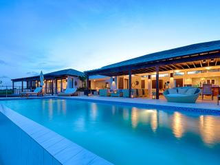 'Triton at Kamique' Opulent 6BR Beachfront Villa on Anguilla's South Shore w/Wifi, Infinity Pool, Private Beach Cove & Commanding Views - Full Concierge Service & Breakfast Included!, Little Harbour