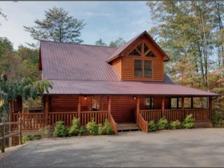Luxury Cabin in Gated Community perfect location between Gatlinburg/Pigeon Forge