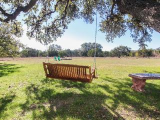 Hill Country views, dog-friendly, charmingly rustic house!, Wimberley