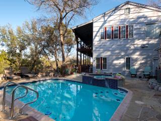 THE GUESTHOUSE CABIN RETREAT~LAKE AUSTIN LUXURY!~, Austin
