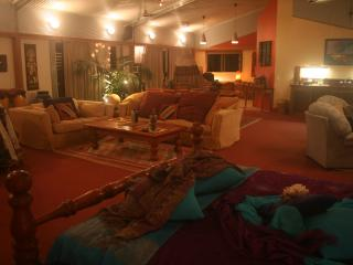 Luxury Romantic Retreat with Privacy and Views, Montville