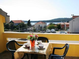 Spacious Villa just 50m from the beach,100m from cafes and restaurants