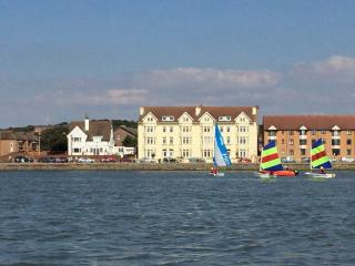 Beautiful, modern seaside apartment., West Kirby