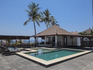 Bugbug Beach Resort | Bungalow resort op Bali