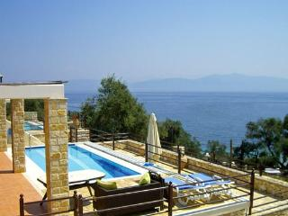 Grand Villa with Private Pool and Sea View, Gaios