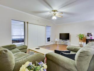 Clean, Comfortable, Convenient 3 beds house